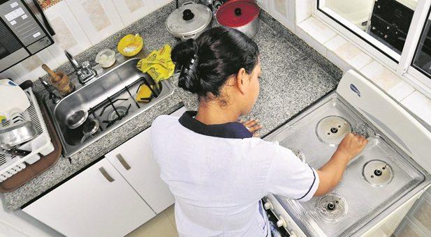 Si domésticas no tienen EPS, incapacidad la paga empleador