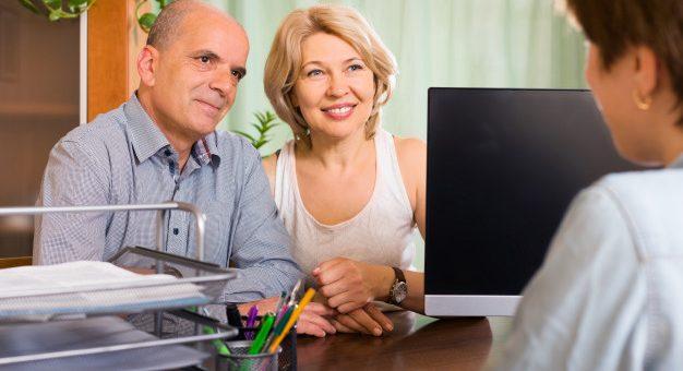 Un pensionado puede solicitar el incremento pensional por cónyuge a cargo si su pareja trabaja?