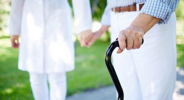 ¿El pensionado por invalidez laboral puede solicitar al incremento del 14% por cónyuge a cargo?