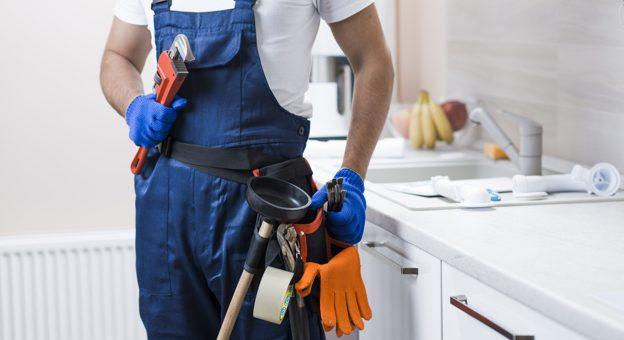 Cuando debe hacerse la entrega de uniformes a los trabajadores?