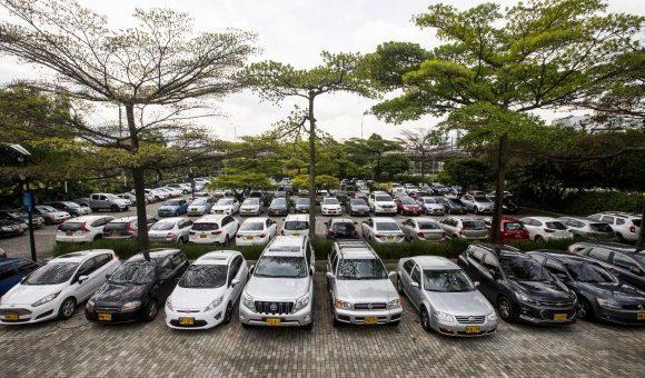 ¿Un parqueadero gratuito debe responder por los daños causados a los carros?