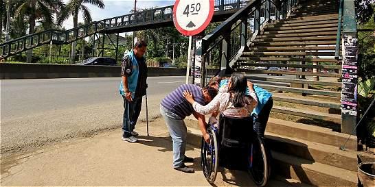 Es mayor la mesada del pensionado por invalidez cuando requiere ayuda de un tercero?