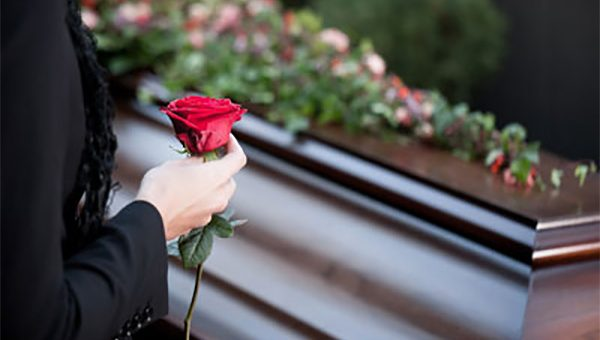 ¿Quién debe reclamar las cesantías del trabajador que ha fallecido?