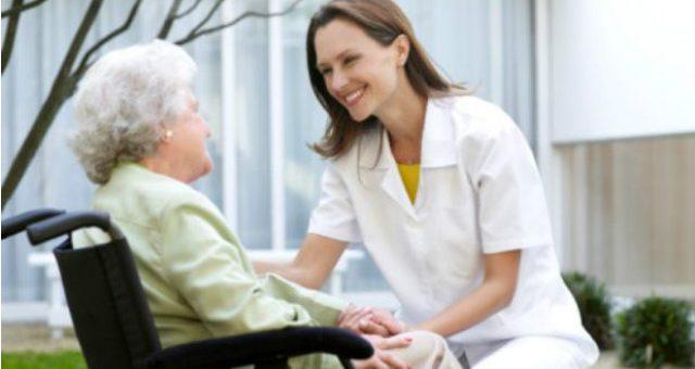 ¿Cuándo deben ofrecer las EPS el servicio de enfermería o cuidador domiciliario?
