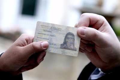 ¿Los ciudadanos deben portar la cédula de ciudadanía?