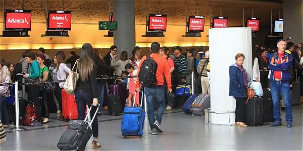 ¿Qué documentos sirven de identificación en vuelos nacionales?
