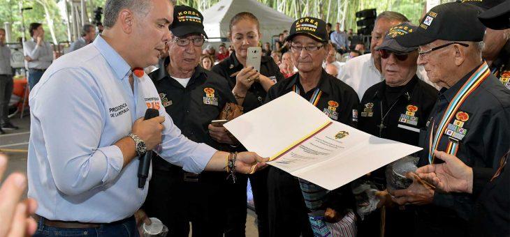 ¿Cuándo se conmemora el día del veterano de la fuerza pública?
