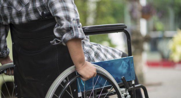¿La EPS puede suministrar una silla de ruedas?