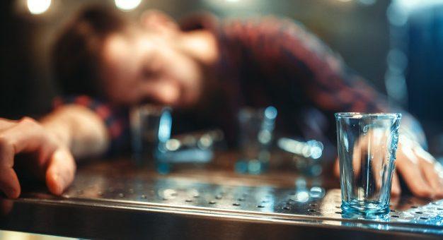 ¿La embriaguez habitual es justa causa para iniciar un divorcio?